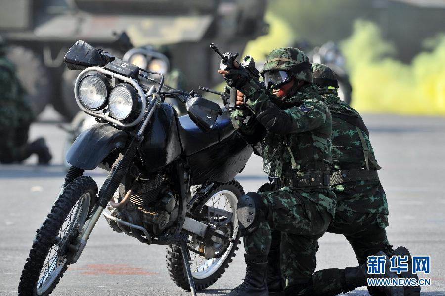 """(国际)(3)泰国举行阅兵式庆祝""""建军节"""""""