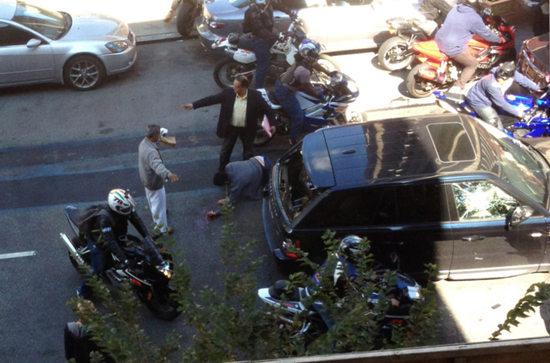 美国纽约摩托车党猖狂大街上炫车技堵塞交通
