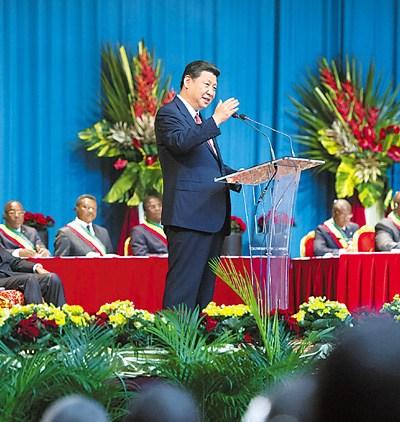 2013年3月29日,习近平在刚果共和国议会发表演讲。 新华社记者 黄敬文摄