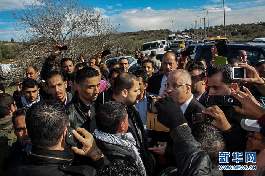 (国际)(2)巴勒斯坦总理车队遭以军拦截2小时