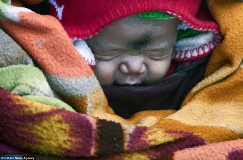印度一名孕妇零下35度走9天赴医院生子(组图)