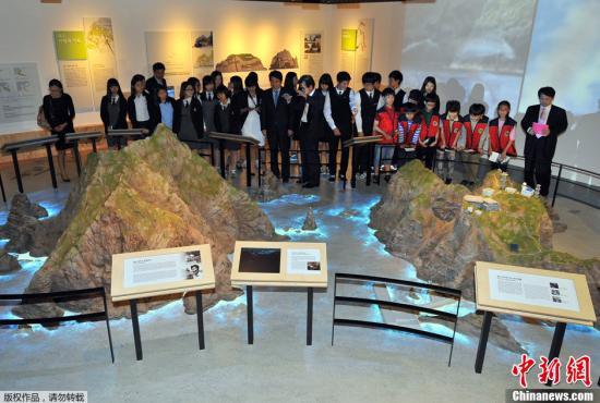 """资料图:韩国首尔,陈列了独岛(日本称竹岛)介绍资料和模型的""""独岛体验馆""""。"""