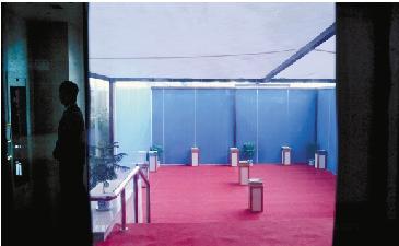1月15日,省人民大会堂吸烟区少有人光顾。 胡元勇 摄