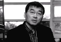 人物名片:蔡天新,浙江大学数学系教授,诗人、作家,近作有《数字与玫瑰》、《数学与人类文明》、《难以企及的人物》、《欧洲人文地图》、《英国,没有老虎的国家》、《小回忆》等。