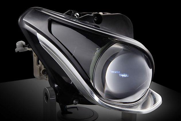 尽管奥迪和宝马都已经向激光头灯领域发起进攻,但这也没有组织梅赛德斯-奔驰继续研发其下一代LED头灯。据外媒报道,梅赛德斯-奔驰将会很快开始量产带有84个LED灯的新款头灯,这听上去似乎不算是什么振奋人心的新闻,不过官方表示,现款CLS头灯内部仅配有24个LED灯,这样看来,新款头灯的照明效果将会大大提升。