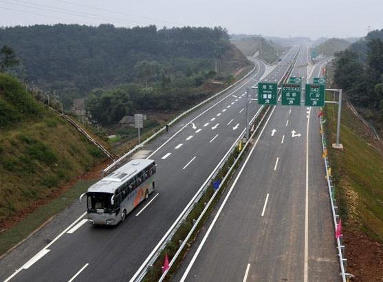 重庆高速春节严查七行为:抱孩子坐在副驾驶重